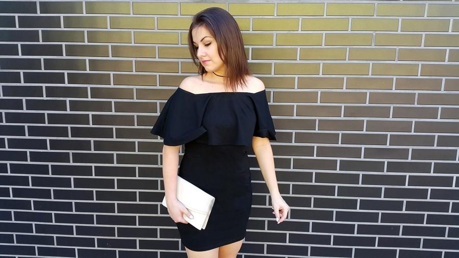 04c334aa2fc61 Must have każdej kobiety czyli mała czarna! W nieco innym wydaniu niż ta  klasyczna, pokazana w stylu hiszpańskim-niezwykle modnym w tym sezonie.