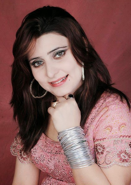 Sindhi model and actress Naina Naz pics