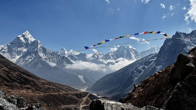 Excrementos humanos en el Everest: Así propone un ingeniero limpiar y aprovechar toneladas de heces