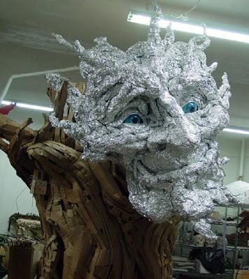 elaborando cara de escultua gigante