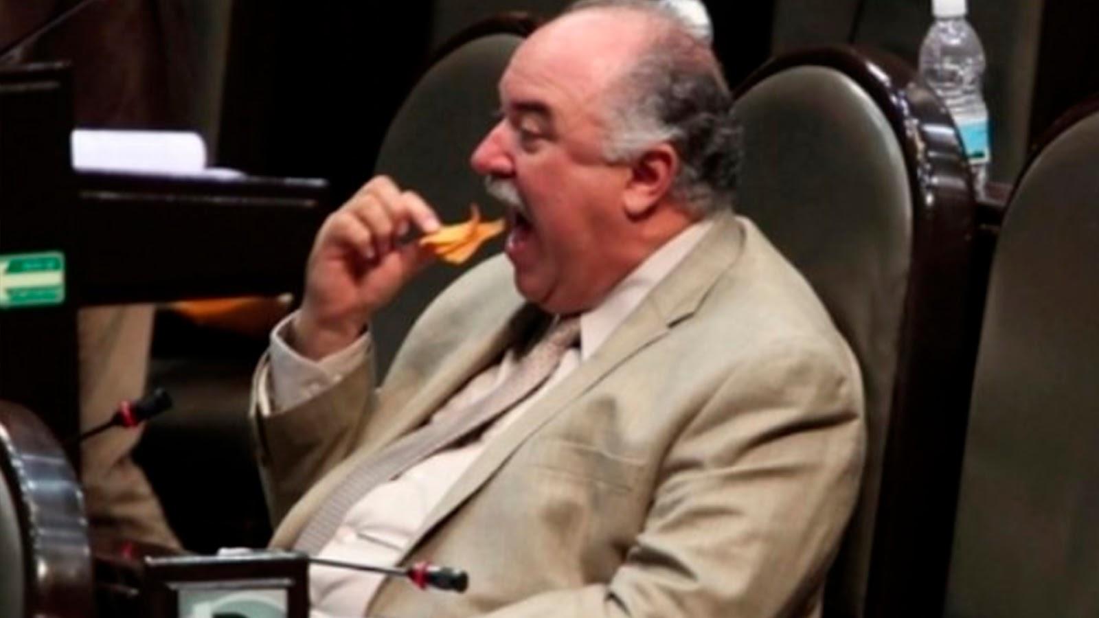 Morena quita café, galletas y botellas de agua en Senado.