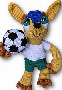 http://www.ravelry.com/patterns/library/fuleco---wk-mascotte