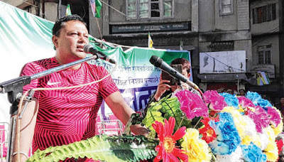 Anit Thapa addressing people in Kalimpong
