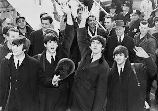 Fotografía de los Beatles llegando al aeropuerto JFK de Nueva York