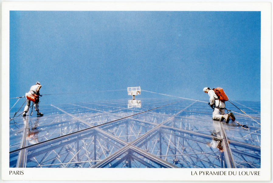 Architectures de cartes postales 1 pyramides partout des for Architecte de pyramide