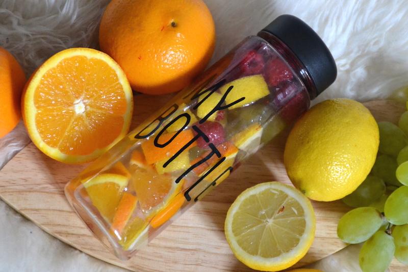 Ma Detox Water avec orange, raisin, citron et framboises