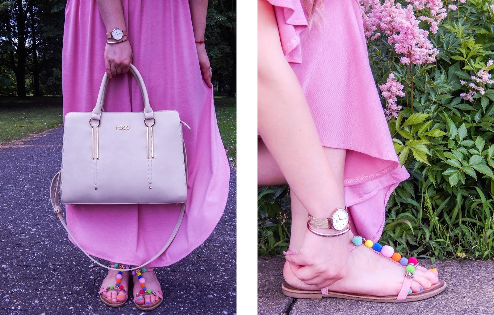10 długa sukienka maxi hiszpanka wakacyjna stylizacja sandały z pomponami kolorowymi złoto beż różowy buty z pomponami kolorowe maxi-horz