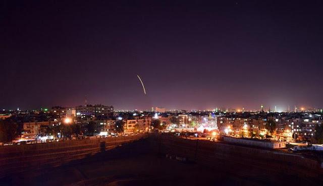 الدفاعات الجوية السورية تتصدى لعدوان صاروخي إسرائيلي على مطار دمشق(فيديو)