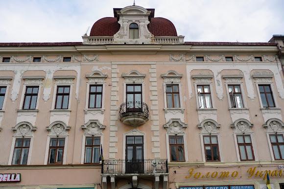 Черновцы. Центральная площадь, 5. 1828 г. Памятник архитектуры