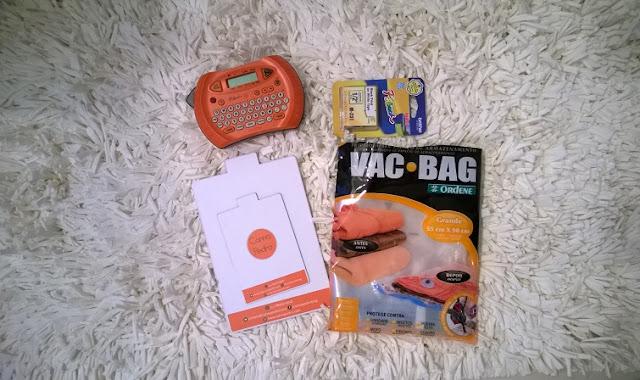 Materiais de organização profissional: gabaritos, rotuladora e saco à vacuo usados por Carina Pedro