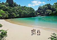 http://www.bromomalang.com/2015/11/pantai-pulau-sempu-malang-jawa-timur.html