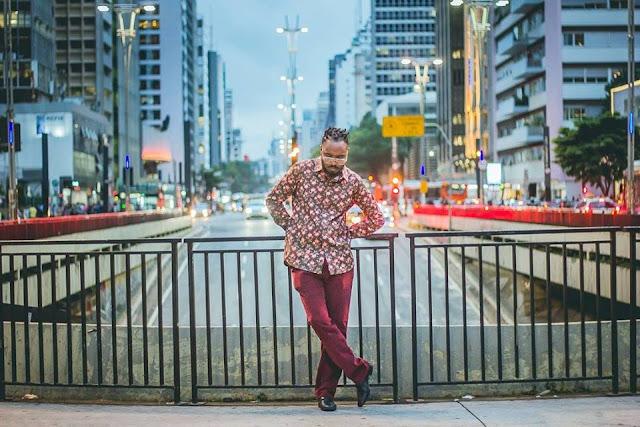 Cantor Caio Moura a nova revelação da música popular brasileira lança o seu primeiro single.