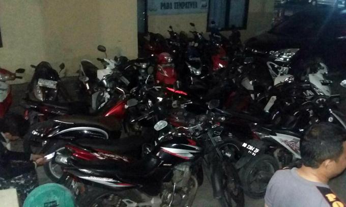 Gerebek Sabung Ayam, Polisi Amankan 9 Pelaku dan Puluhan Sepeda Motor