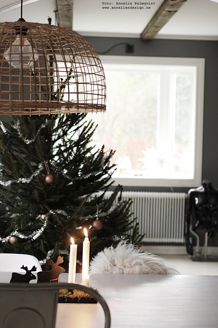 lampa döden, dödenlampa, annelies design, webbutik, webshop, nätbutik, nettbutikk, vardagsrum, vardagsrummet, grått, grå, ljusstake, candle cross, gran, Oohh, fårskinn, skinn, fäll, isländska, neonlampa, lampor, granar,