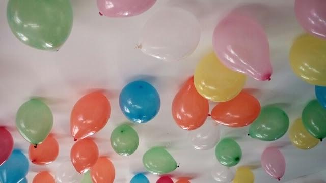 Spécial Anniversaire... Des ballons au plafond