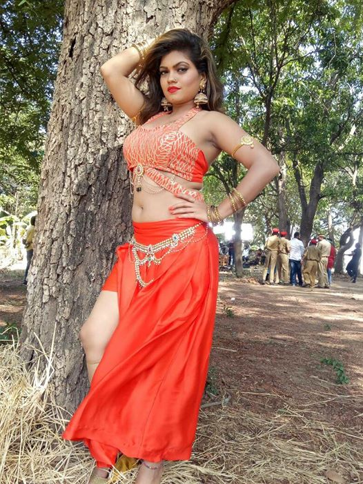 Nisha Dubey in Film Sanam