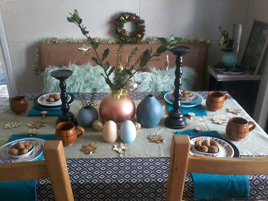 CHRISTMAS TABLE ... WHICH ONE DO YOU PREFER ?