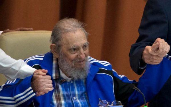 """Com um discurso com um certo tom de despedida, Fidel Castro dirigiu-se, na terça-feira, à sessão de encerramento do VII Congresso do Partido Comunista de Cuba (PCC) para falar do futuro do comunismo e da sua própria morte. Depois de há duas semanas ter feito a sua primeira saída pública em nove meses, o pai da revolução cubana apareceu no Palácio de Conferências em Havana, ao lado do irmão, o Presidente Raúl Castro. Foi recebido por mil delegados a gritar """"Fidel, Fidel!"""", segundo a agência oficial ACN."""
