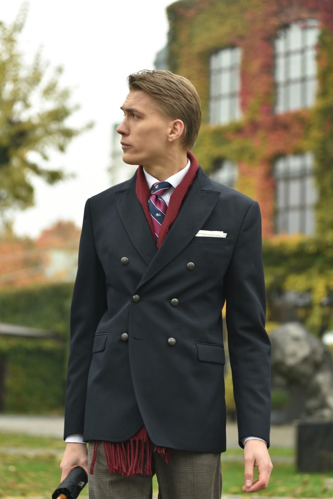 9a9d40082f8d3 Szal dobrany pod kolor pasów w krawacie, skarpety pod kolor spodni (choć  klasycznie powinny być o ton ciemniejsze, ...