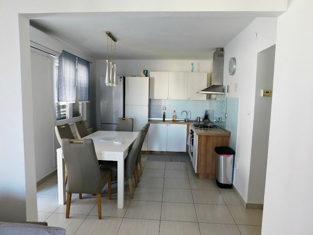apartments bernarda, apartmani bernarda, jezera, murter, croatia, hrvatska, ljeto, summer, vacation, holiday, dnevni boravak, living room, dinning room, tv, decor, dekor
