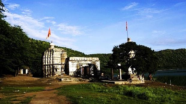 temple_lonar_lake_sarover_jhell_lonar_beautiful_place_1