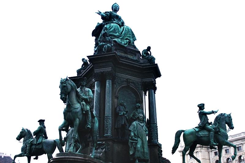 spomenik na trgu Marije Terezije u Becu