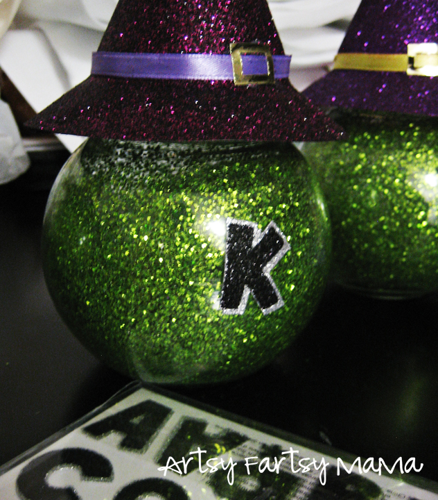 Eek! Witchy Jars at artsyfartsymama.com #Halloween
