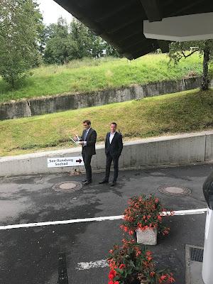Drohnenflieger Dirk Wattenberg, Regenhochzeit im Sommer am Riessersee Hotel Garmisch-Partenkirchen, Bayern