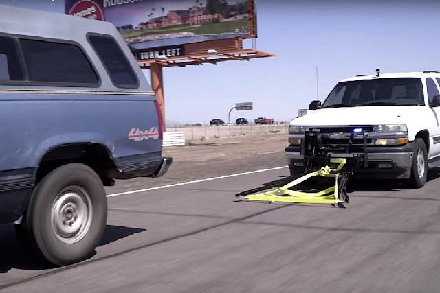 """Κυνηγώντας τους κακούς οδηγούς με το... """"λάσο"""" (βίντεο)"""