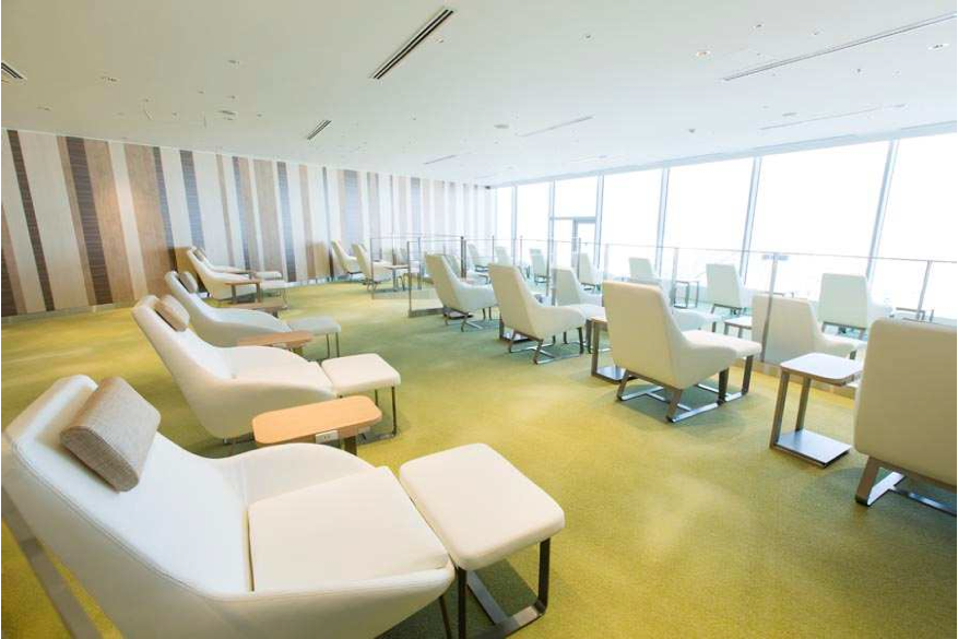 JAL Sakura Lounge at Haneda International Terminal - SKY HILL