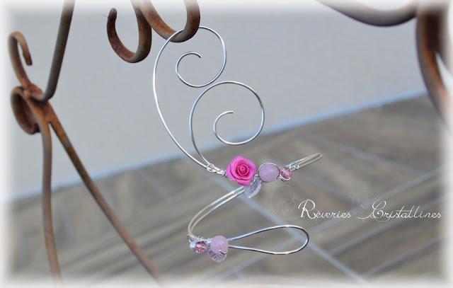 Bijou de cheville wire wrapping et rose en porcelaine froide
