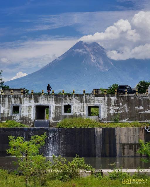 Kantong Lahar Jembatan Sabo Bronggang Yogyakarta