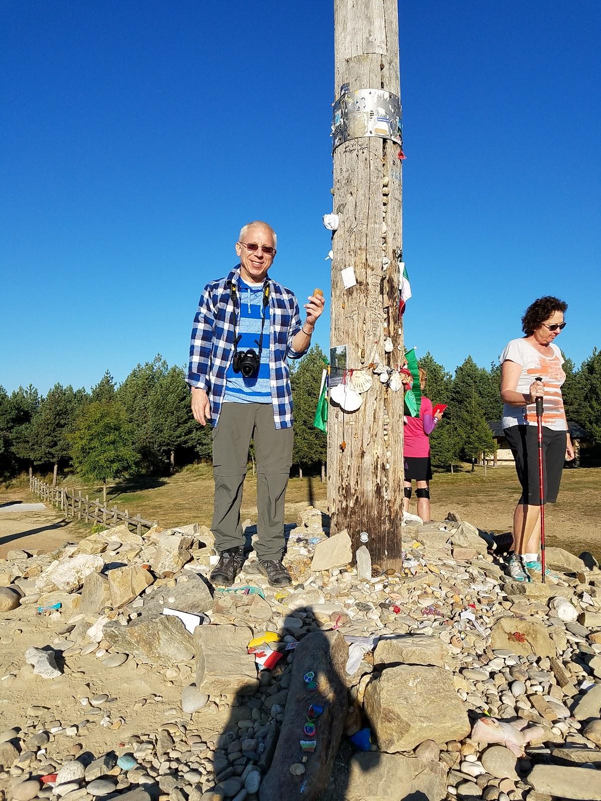 Preparing to toss my burden of stone at the Cruz de Ferro.
