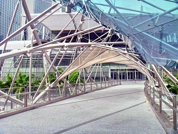 ialah salah satu ikon terbaru Singapura yang terletak di daerah Marina Bay dan dibuka p Singapore Helix (Doble Helix Bridge)
