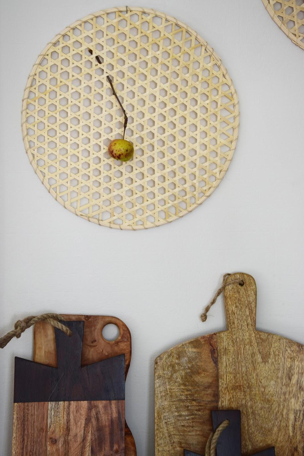 vom tisch an die wand deko mal anders eclectic hamilton. Black Bedroom Furniture Sets. Home Design Ideas