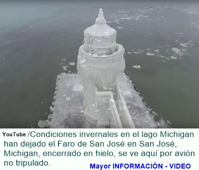 Faro encerrado en hielo en el lago Michigan