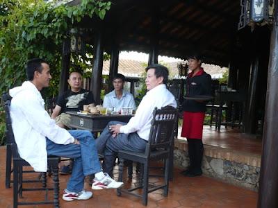 Uống cà phê là nét văn hóa độc đáo ở Buôn Ma Thuột.