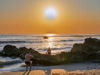 Menikmati Senja di Pantai Batu Bolong Canggu Bali