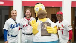 Ceremonia de entrega exjugadores de Grandes Ligas, Wade Boggs, Steve Sax y Ozzie Smith. Placa del Salon de la fama Homero Simpson