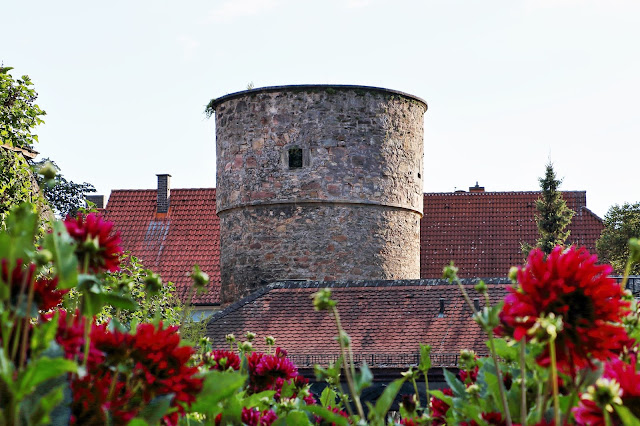 Der Hexenturm in Fulda - Blick aus dem Dahlien Garten