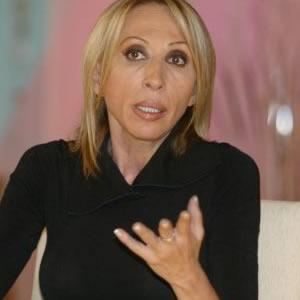Laura Bozzo Recurrio a  brujos