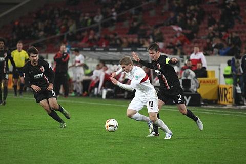 Nỗ lực thi đấu của các cầu thủ trên sân