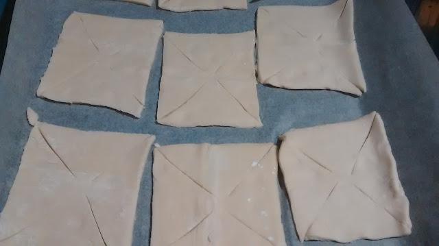 Elaboración paso 2: Cortes en las esquinas de los cuadrados (@mibaulviajero)