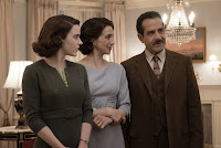Tony Shalhoub, Marin Hinkle and Rachel Brosnahan in The Marvelous Mrs. Maisel (33)