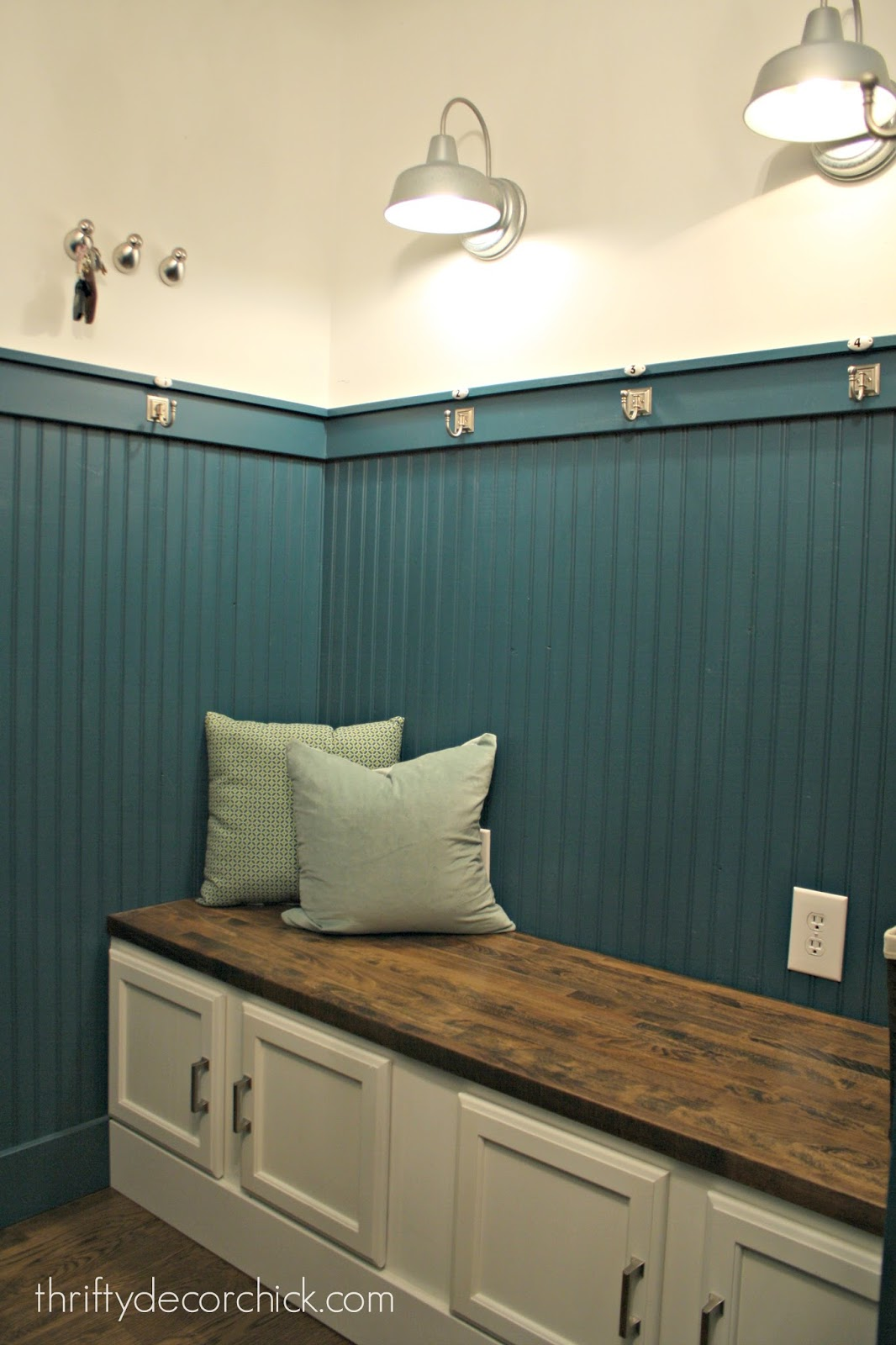 Stunning DIY mud room bench