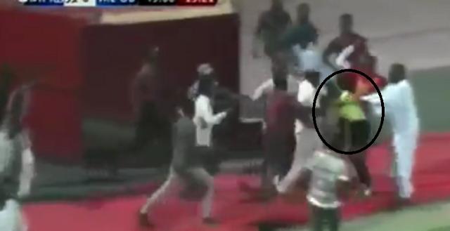 بالفيديو | علقة موت للحكم بكارى جساما فى السودان