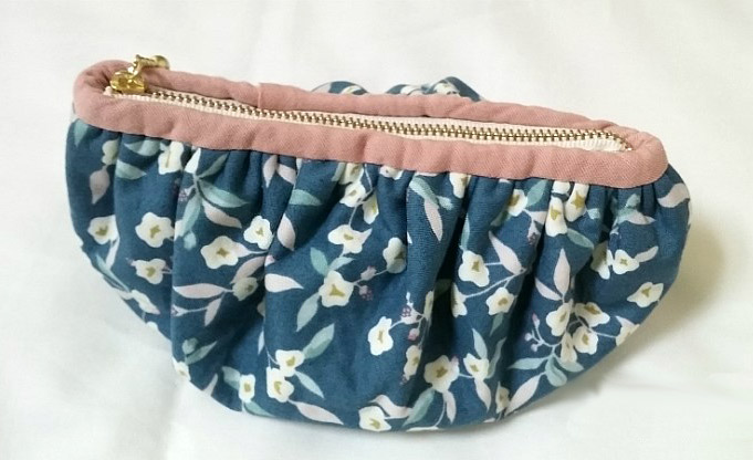 Dumpling Zipper Pouch Coin Purse Cosmetic Bag Tutorial in Pictures.