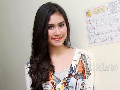 Biodata Syahnaz Syadiqah berperan sebagai Neneng ( Istri Amin )