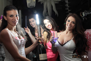 http://nightclubsuppliesusa.com/led-strobe-baton-bottle-topper/