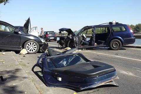 Durva baleset volt a budai rakparton – öt autó és egy kerékpáros ütközött